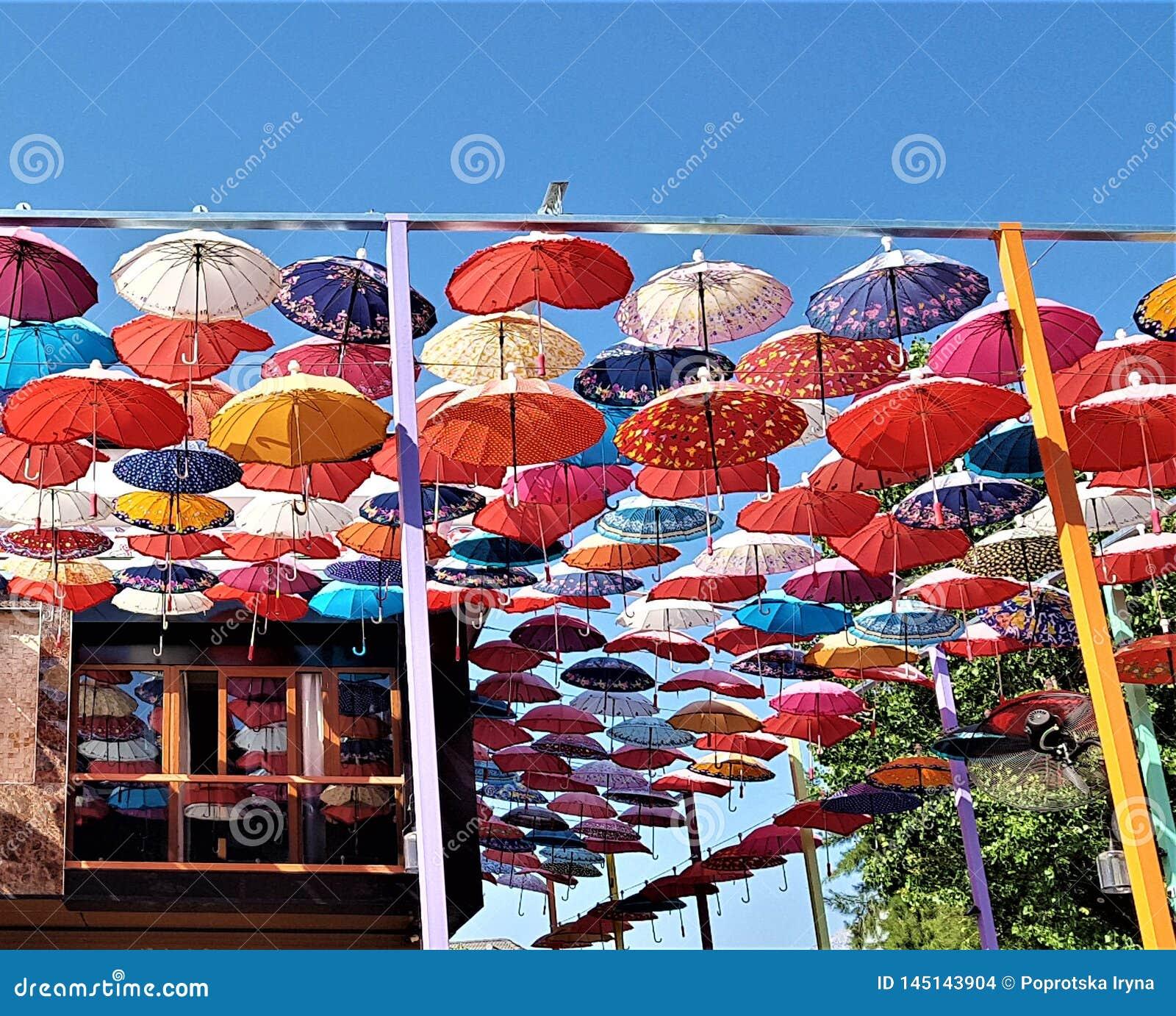 Décoration De Parapluies Dans La Rue De Ville De Kemer