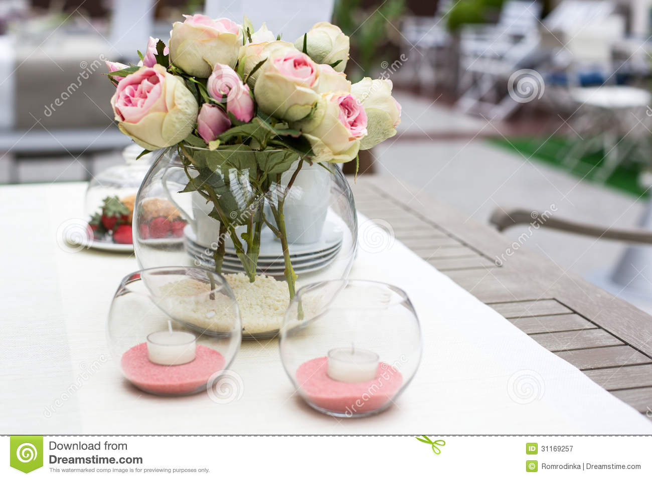 D coration de table de jardin d 39 t photographie stock - Table jardin rose ...