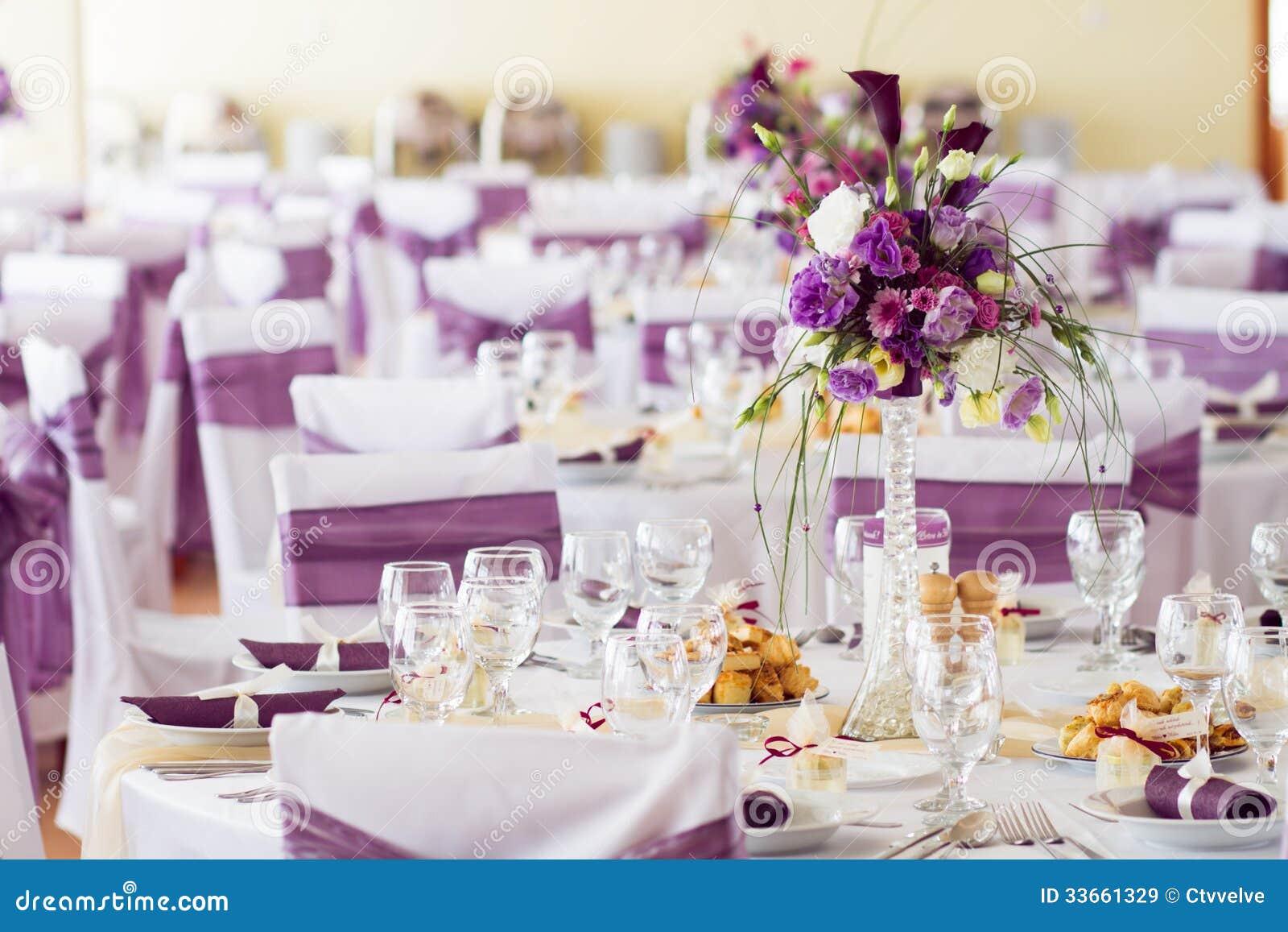 D coration de table de mariage avec des fleurs images libres de droits ima - Decoration avec des fleurs ...