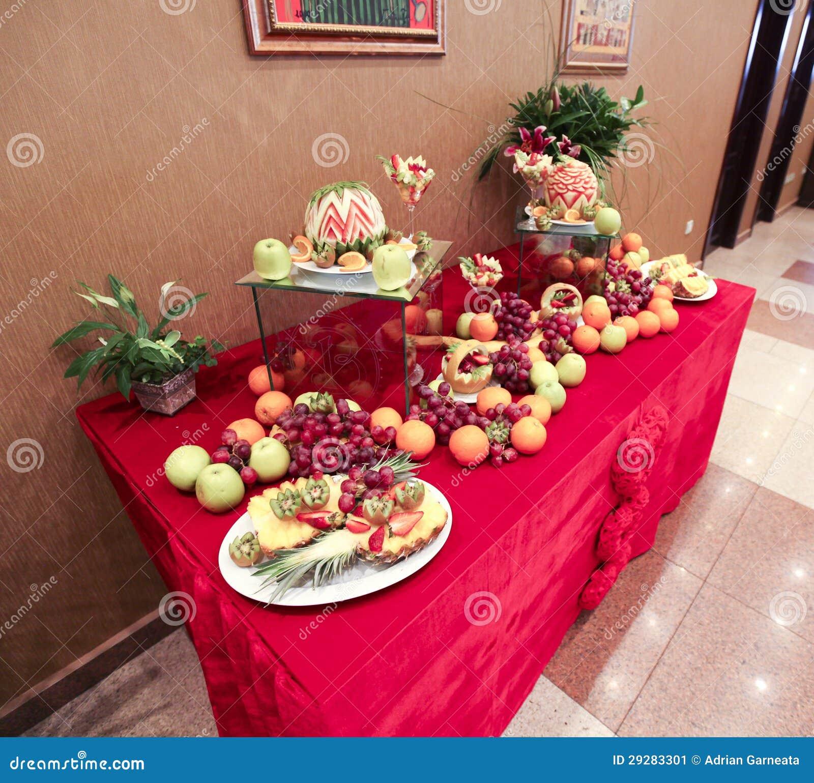 d coration de table de mariage avec des fruits image stock image 29283301. Black Bedroom Furniture Sets. Home Design Ideas