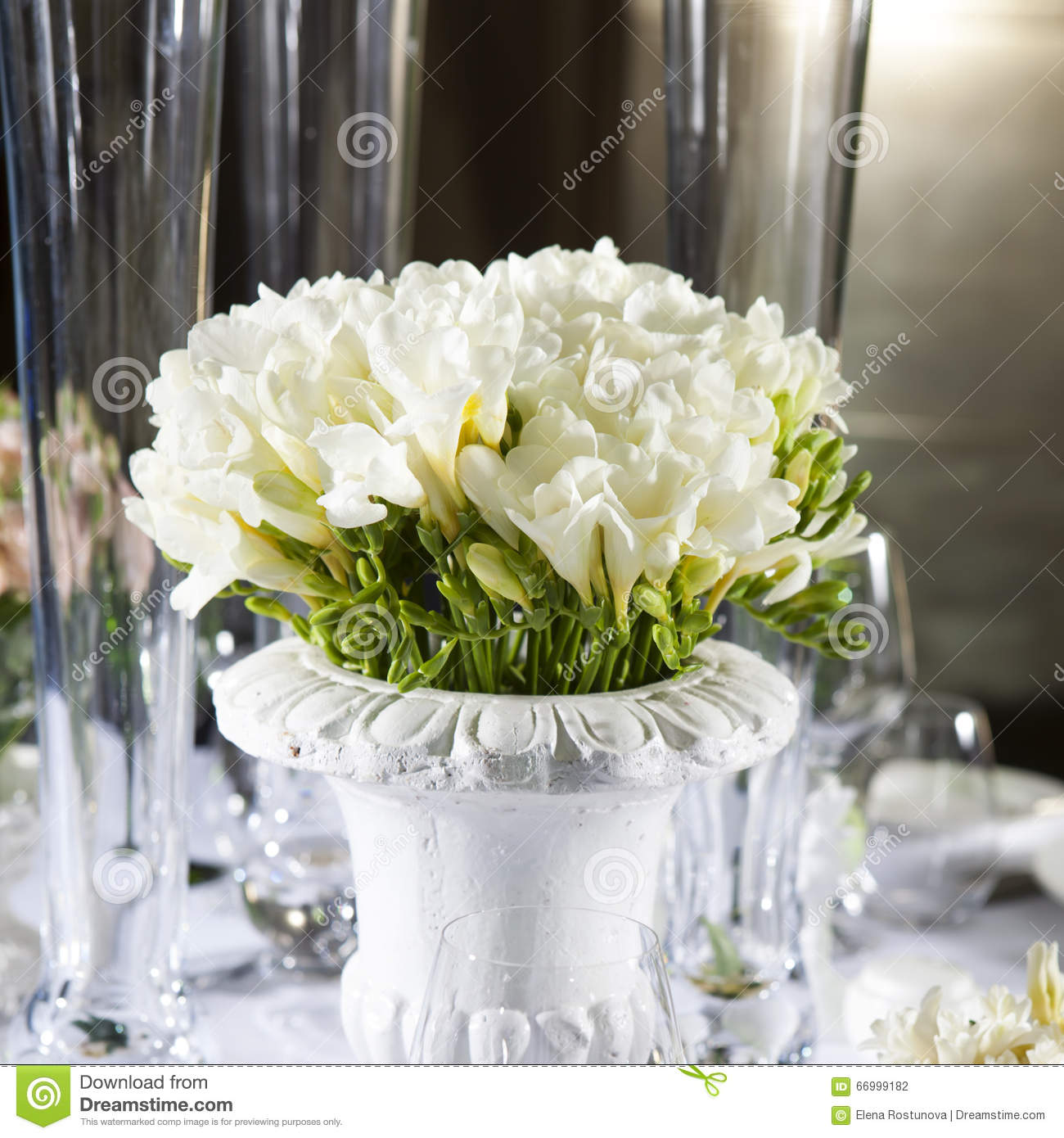 d coration de table de mariage bouquet de la fleur blanche de l 39 an mone photo stock image du. Black Bedroom Furniture Sets. Home Design Ideas