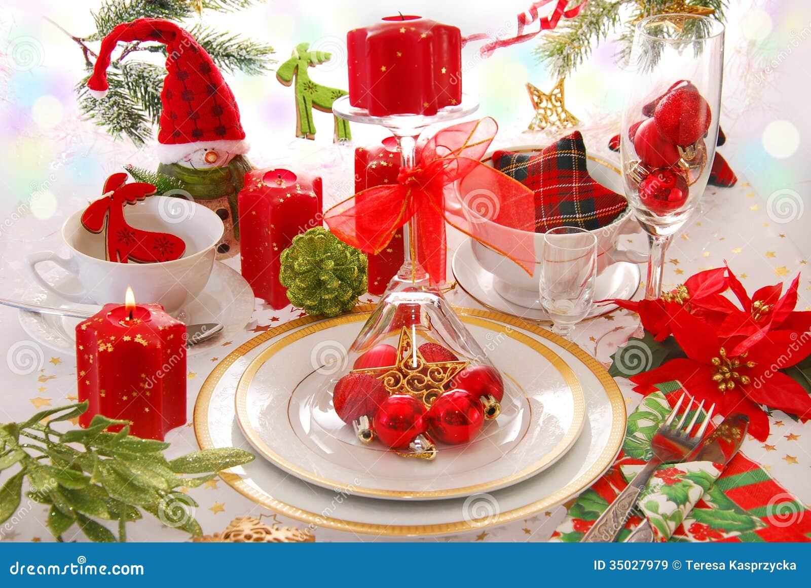 D coration de table de no l avec les bougies rouges image - Decoration de table avec bougies ...
