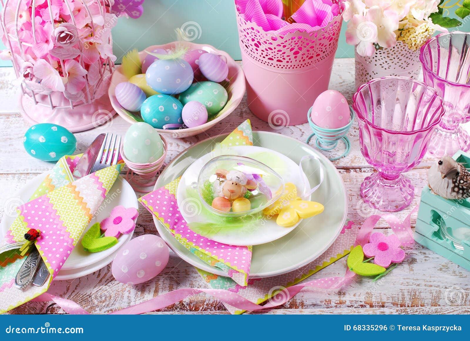 D coration de table de p ques avec des oeufs et des fleurs dans des couleurs en pastel photo - Decoration table paques fleurs ...