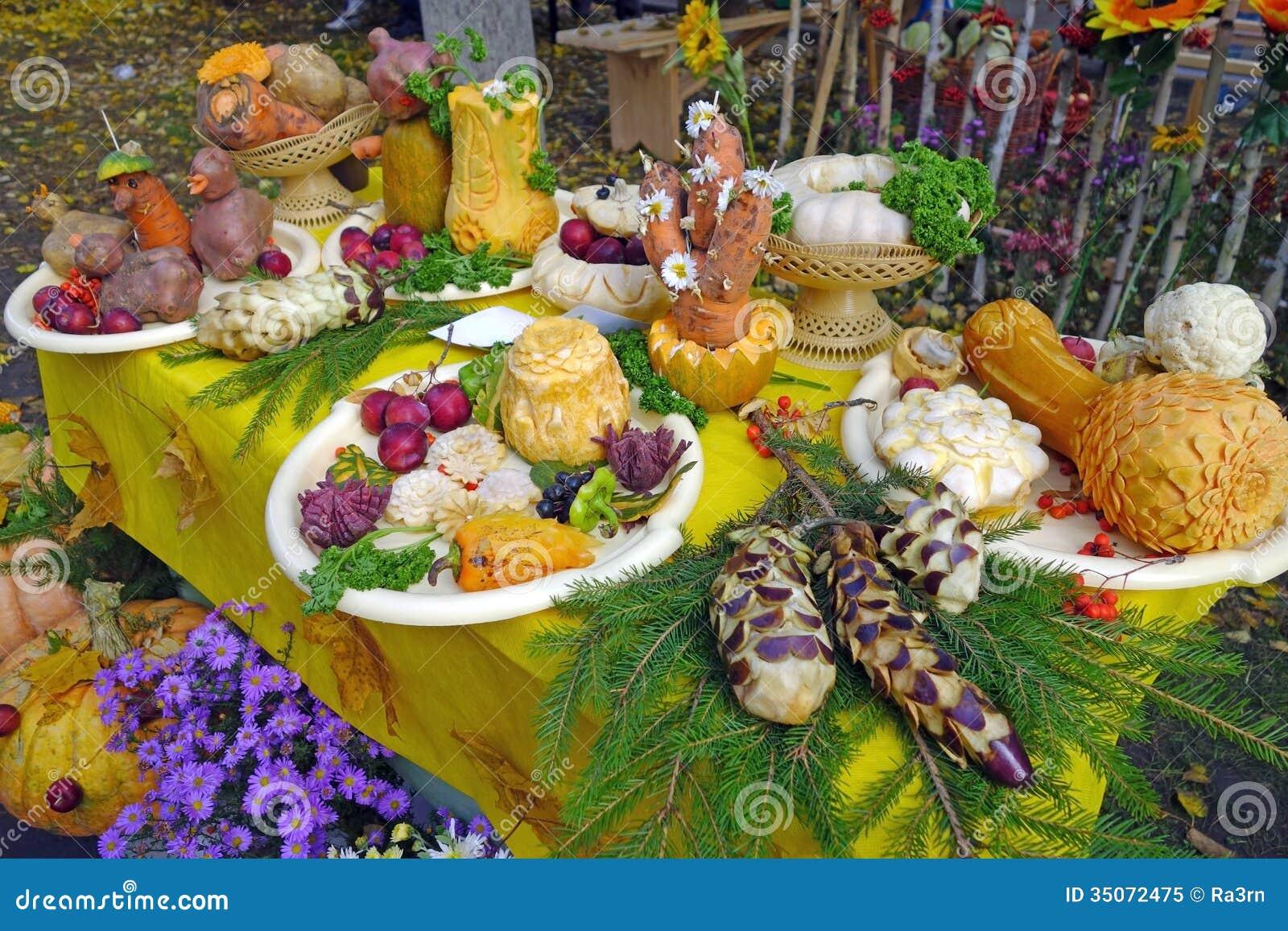 D coration de tableau avec les l gumes frais et les fruits for Decoration de plat avec des legumes