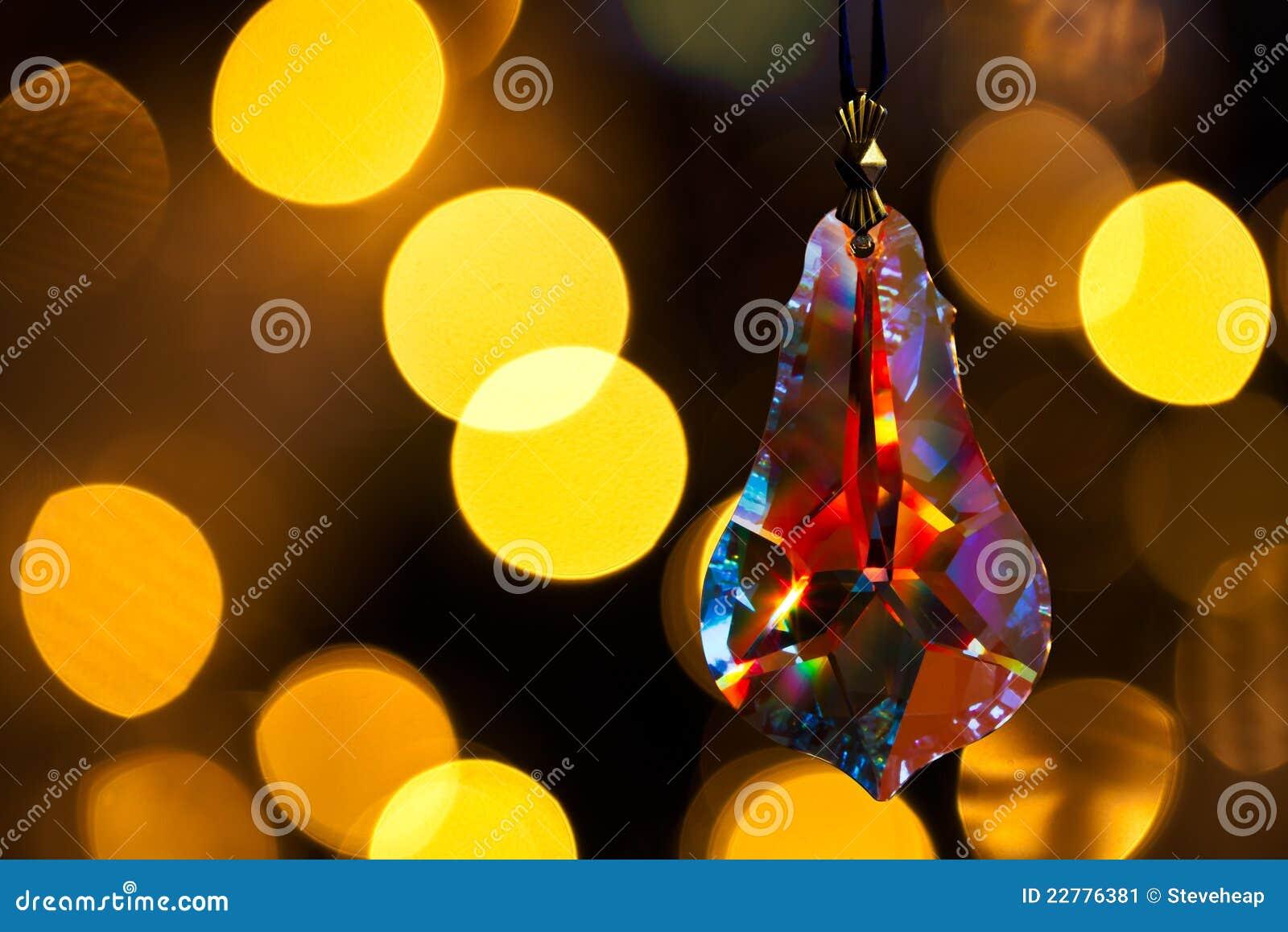 Décoration de verre taillé devant l arbre de Noël