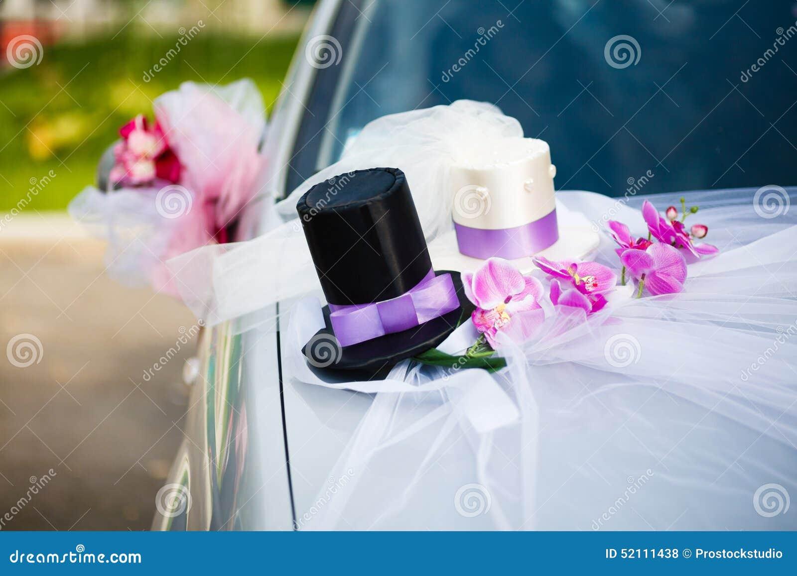 D coration de voiture de mariage avec deux chapeaux sup rieurs photo stock image 52111438 - Decoration de voiture mariage ...