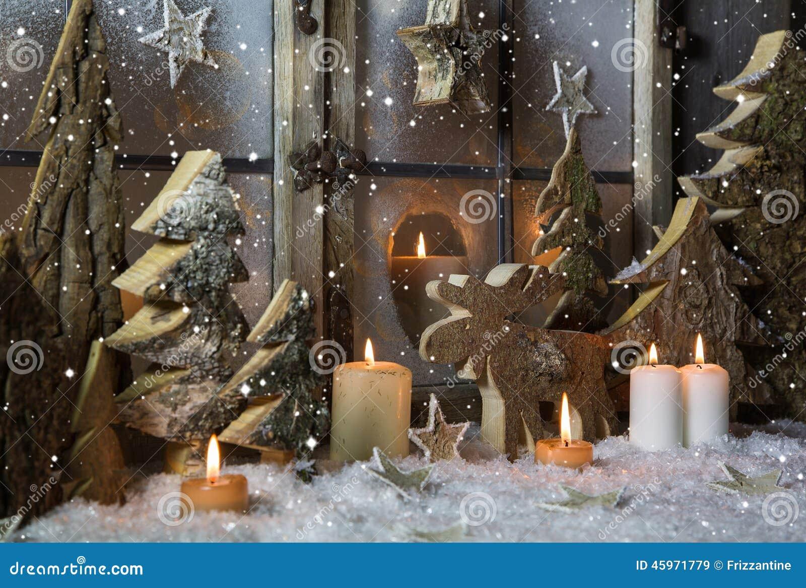 d coration faite main de no l avec les arbres et le renne en bois image stock image du m tiers. Black Bedroom Furniture Sets. Home Design Ideas