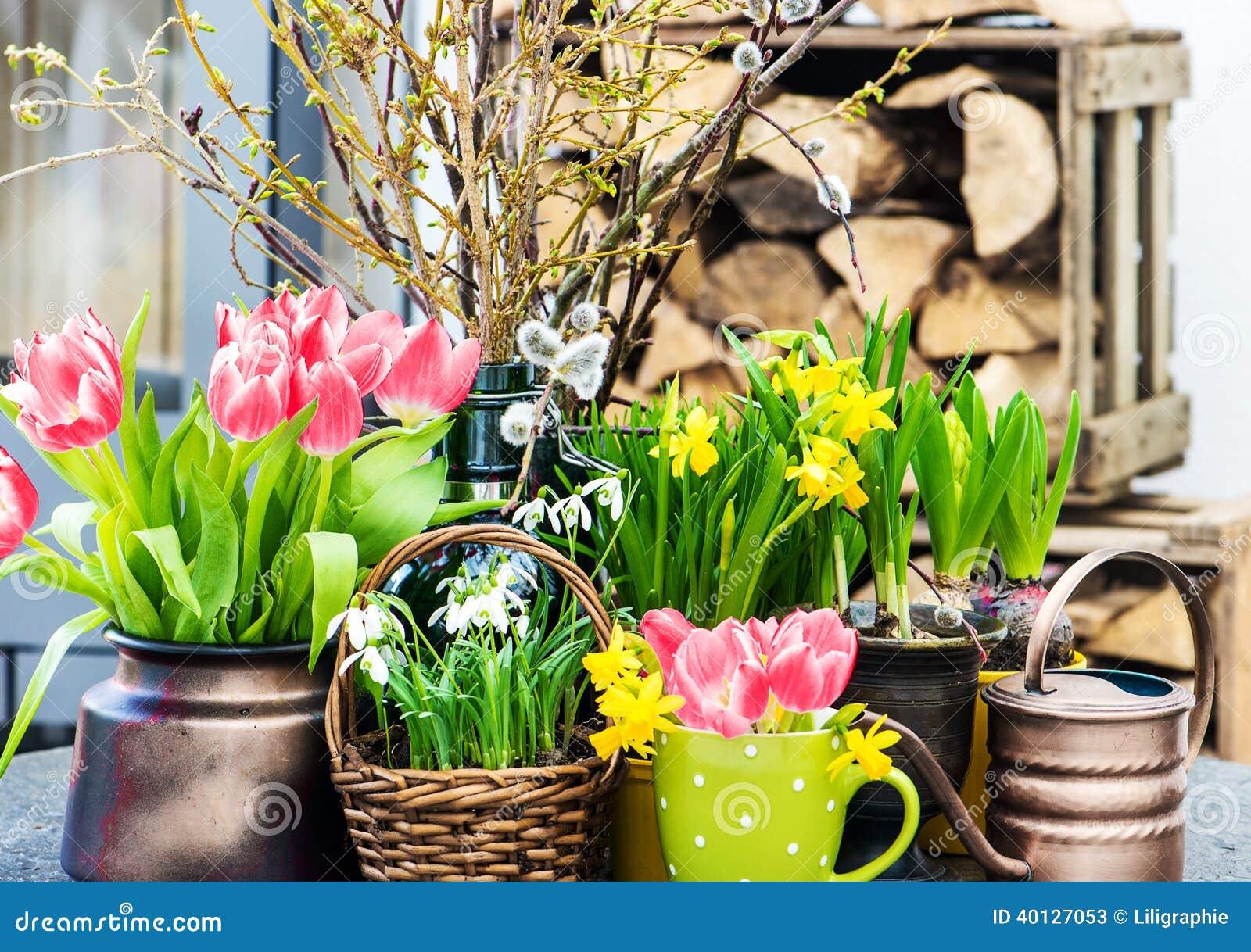 D coration int rieure la maison de p ques avec des fleurs de ressort photo - Decoration de fleurs ...