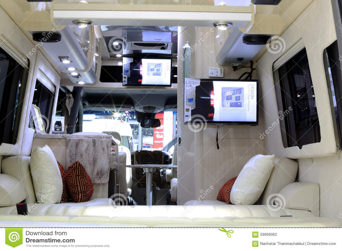 d coration int rieure de luxe dans la voiture de caravane r sidentielle de mercedes benz. Black Bedroom Furniture Sets. Home Design Ideas