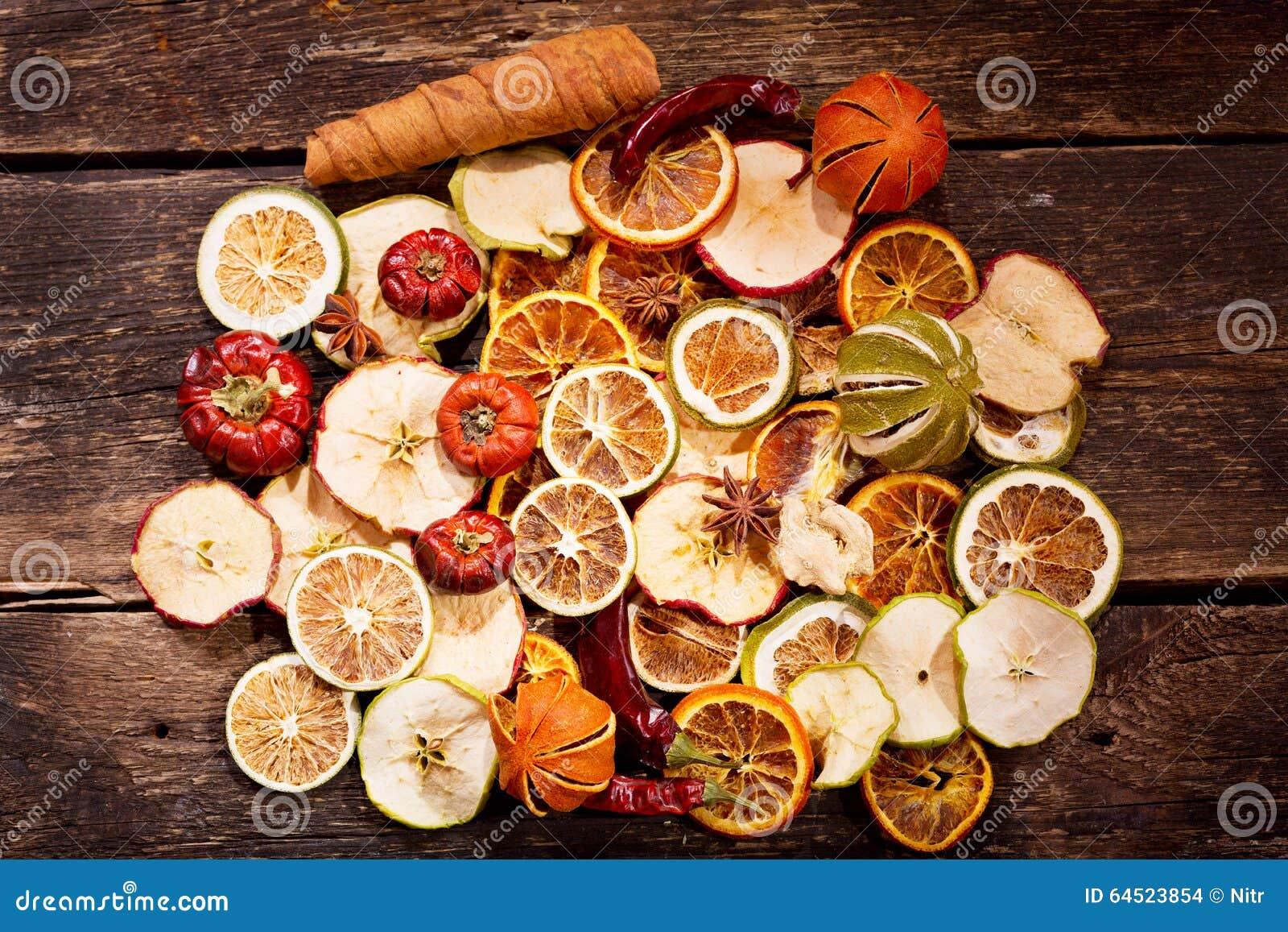 Décoration parfumée des fruits secs