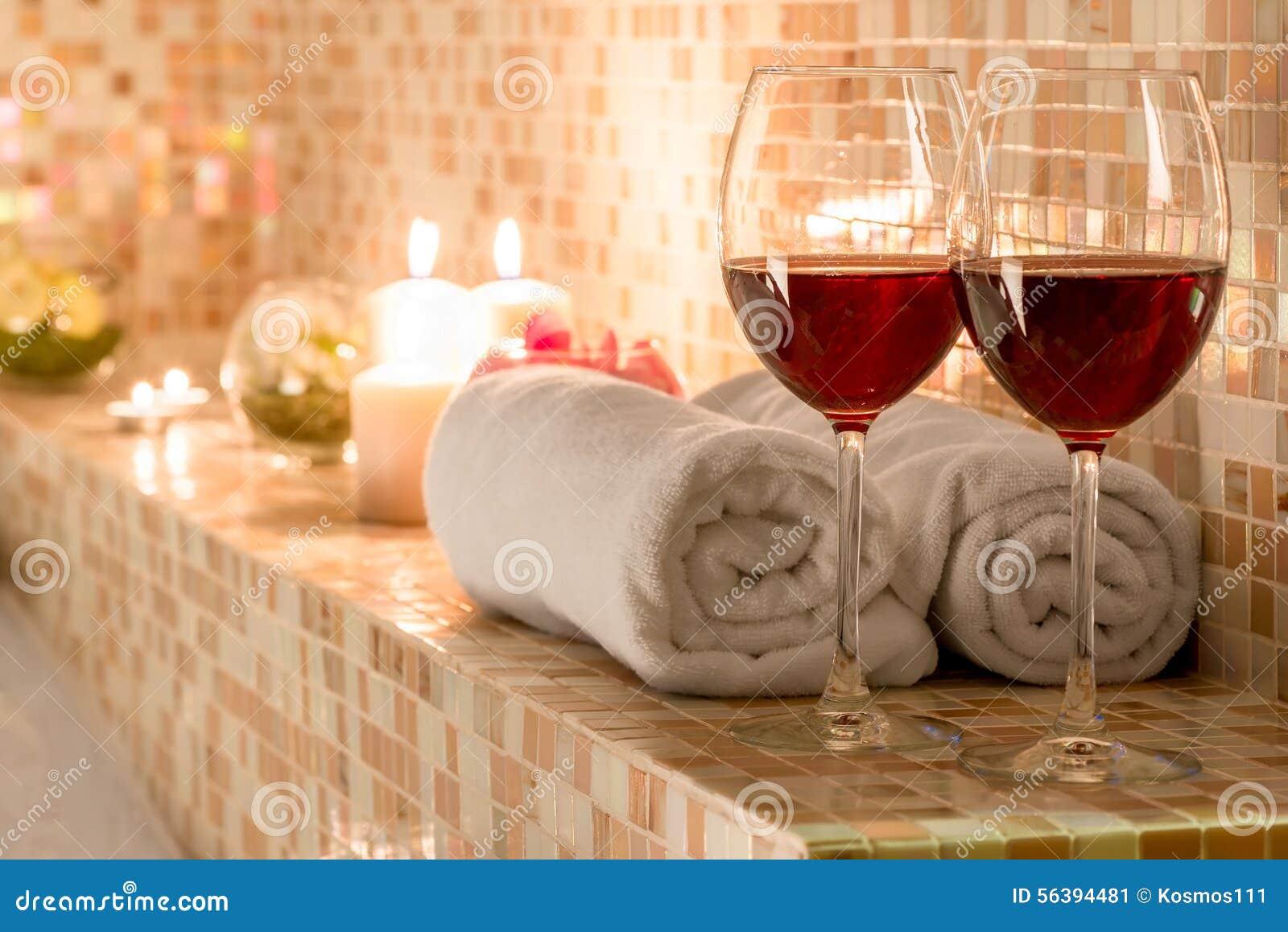 Décoration Romantique Dans La Salle De Bains Image stock - Image du ...