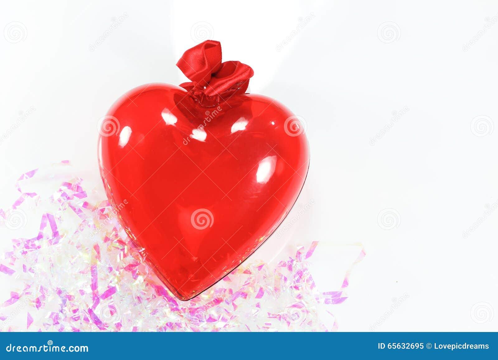 Décoration rouge de coeur pour le fond du jour de la valentine