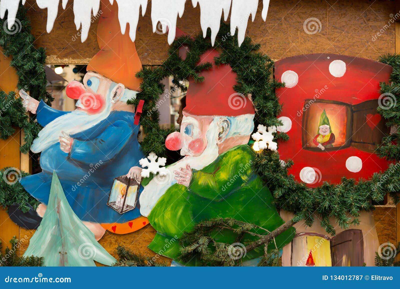 Décorations colorées sur le marché de Noël à Strasbourg, Alsa