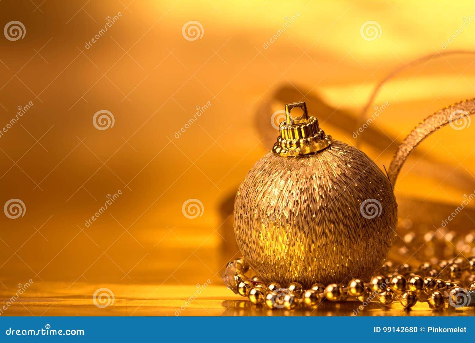 Décorations d or de boule de Noël pour le fond de célébration