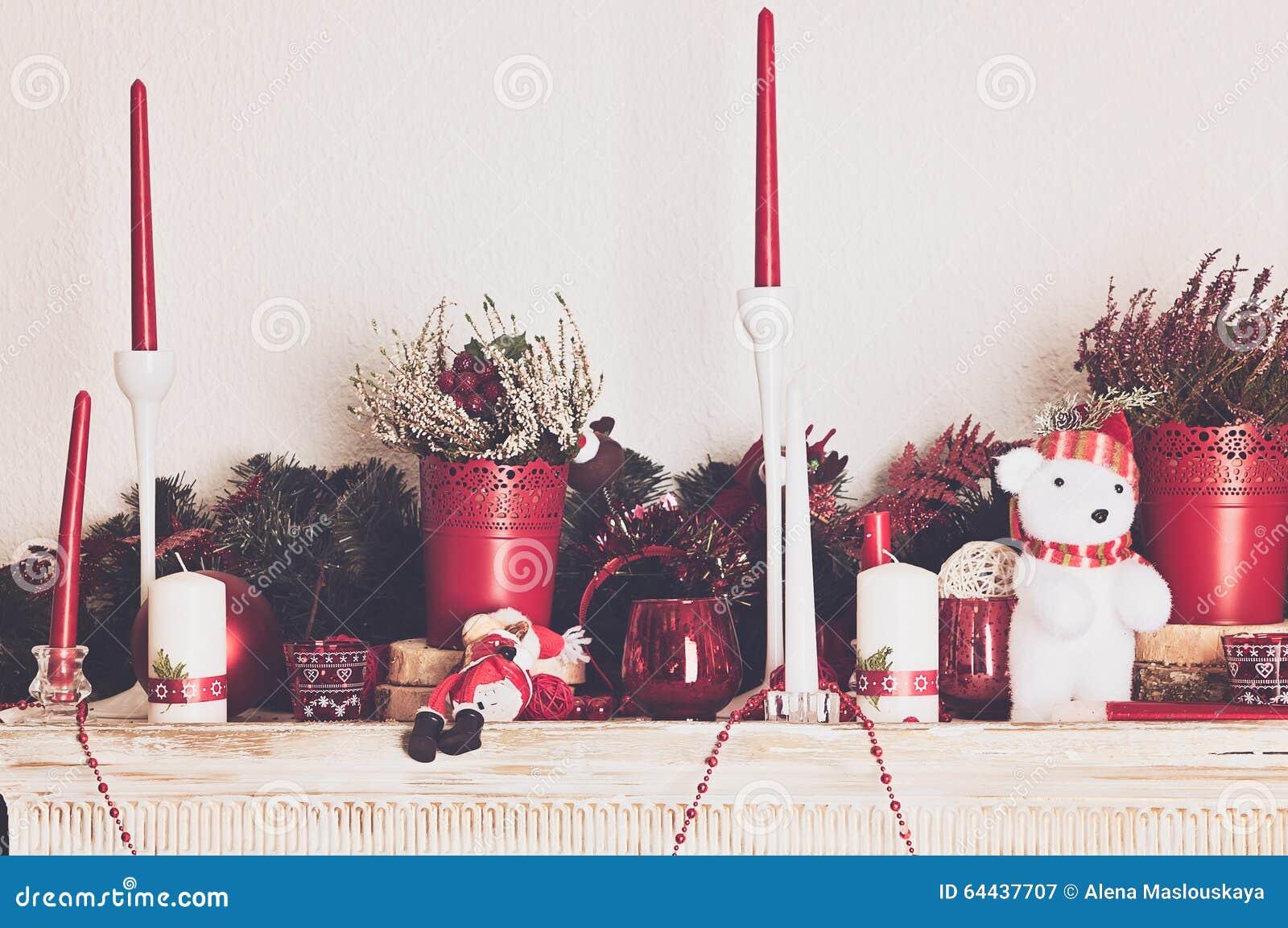 Decorations De Noel Avec Des Bougies Sur Le Manteau De Cheminee Image Stock Image Du Avec Manteau 64437707