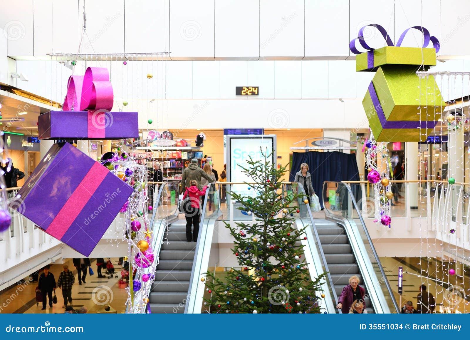 Décorations de Noël dans le centre commercial