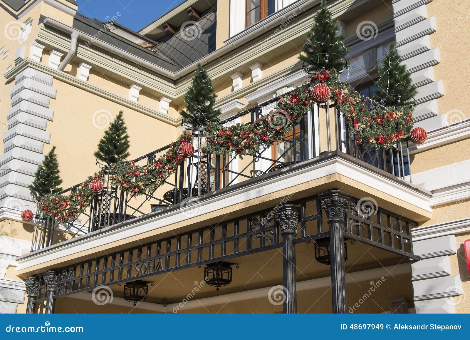 Decoration Balcon De Noel.Decorations De Noel Sur Le Balcon Kislovodsk Russie Image
