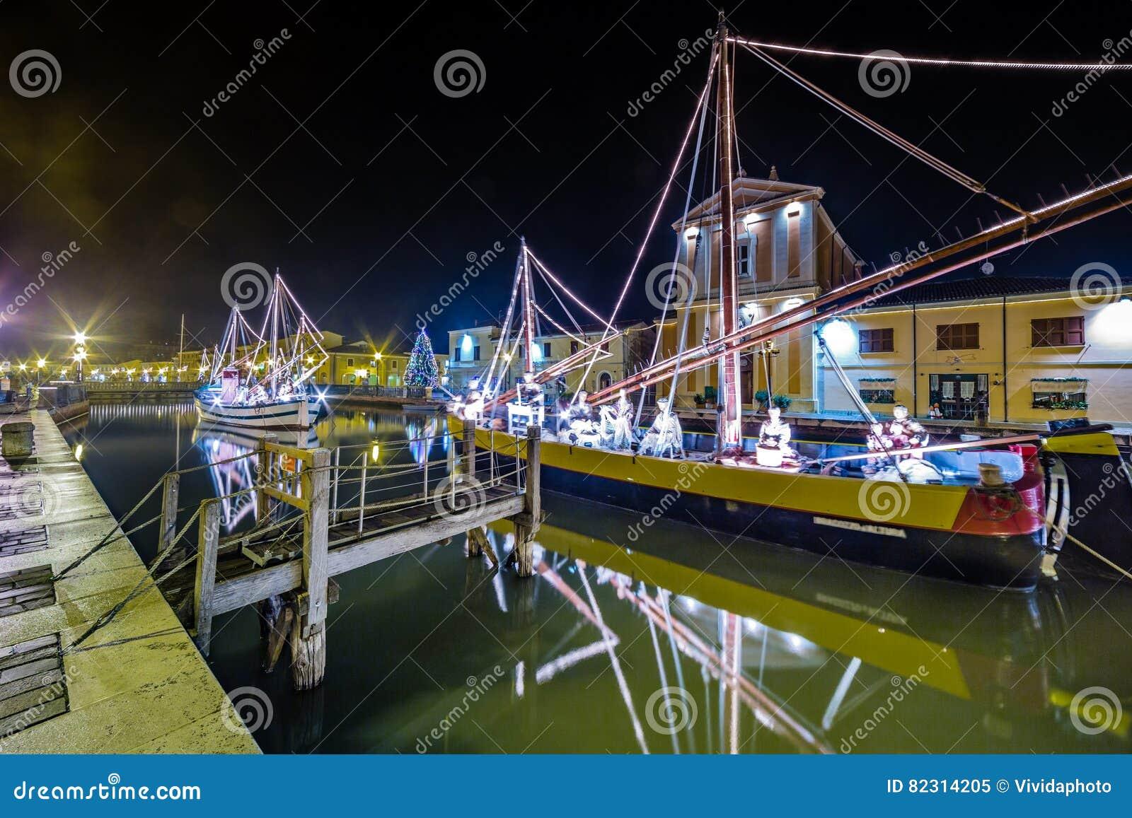 Décorations, lumières et Marine Crib de Noël