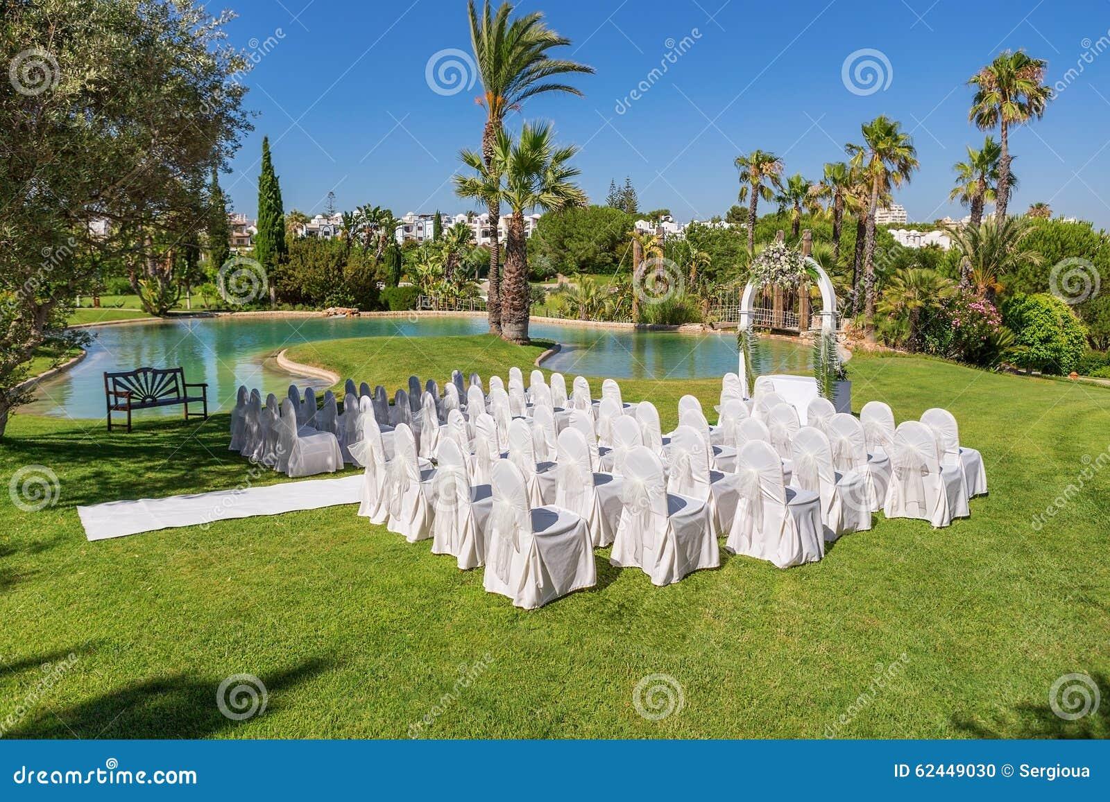 Décorations Pour La Cérémonie De Mariage Dans Le Jardin ...
