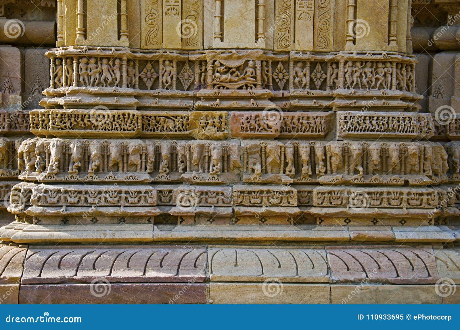 Découpage des détails sur le mur externe du temple de Sun En 1026-27 ANNONCE construite pendant le règne de Bhima I de la dynasti