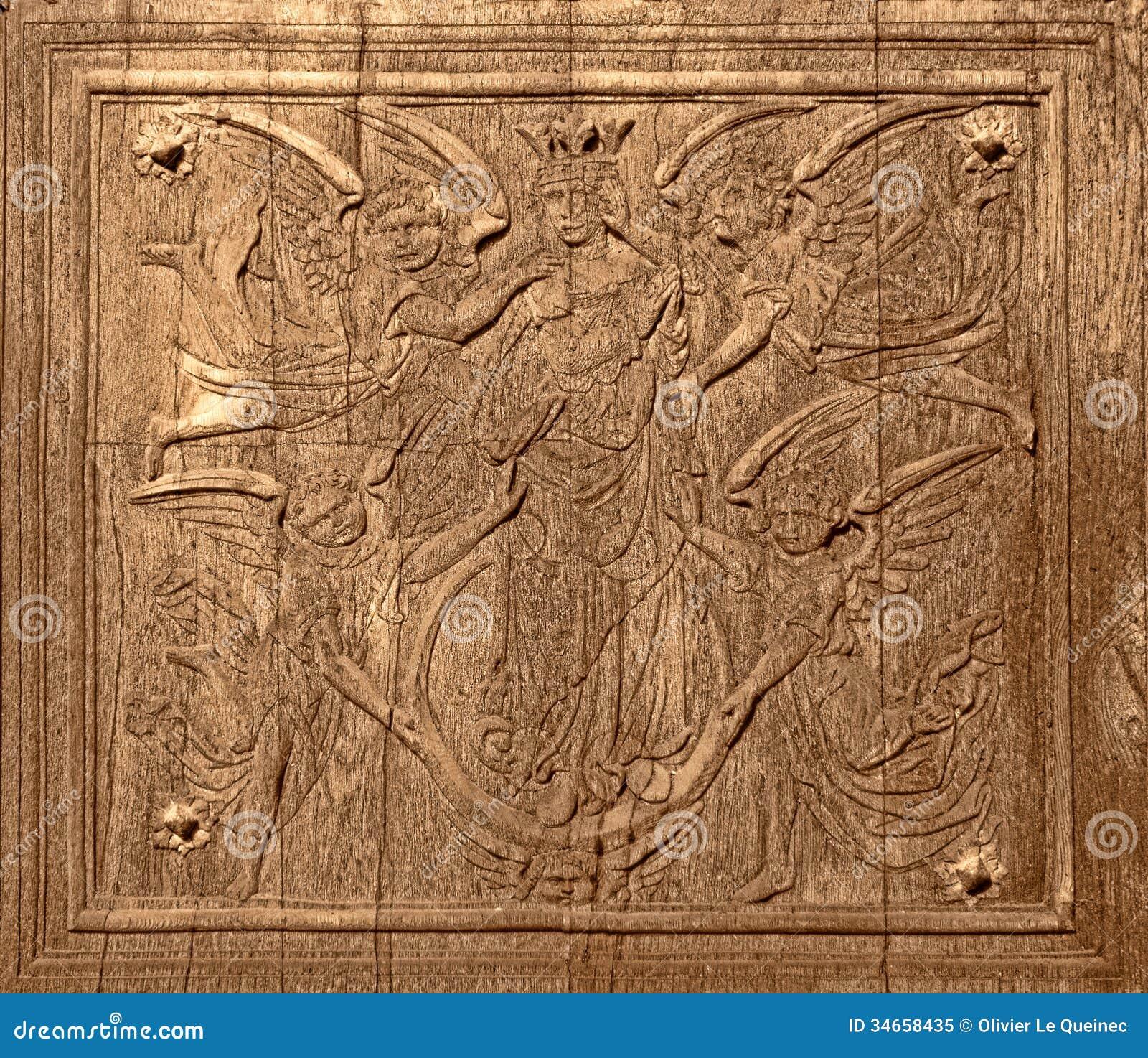 Découpage du bois antique sur la vieille porte d église antique