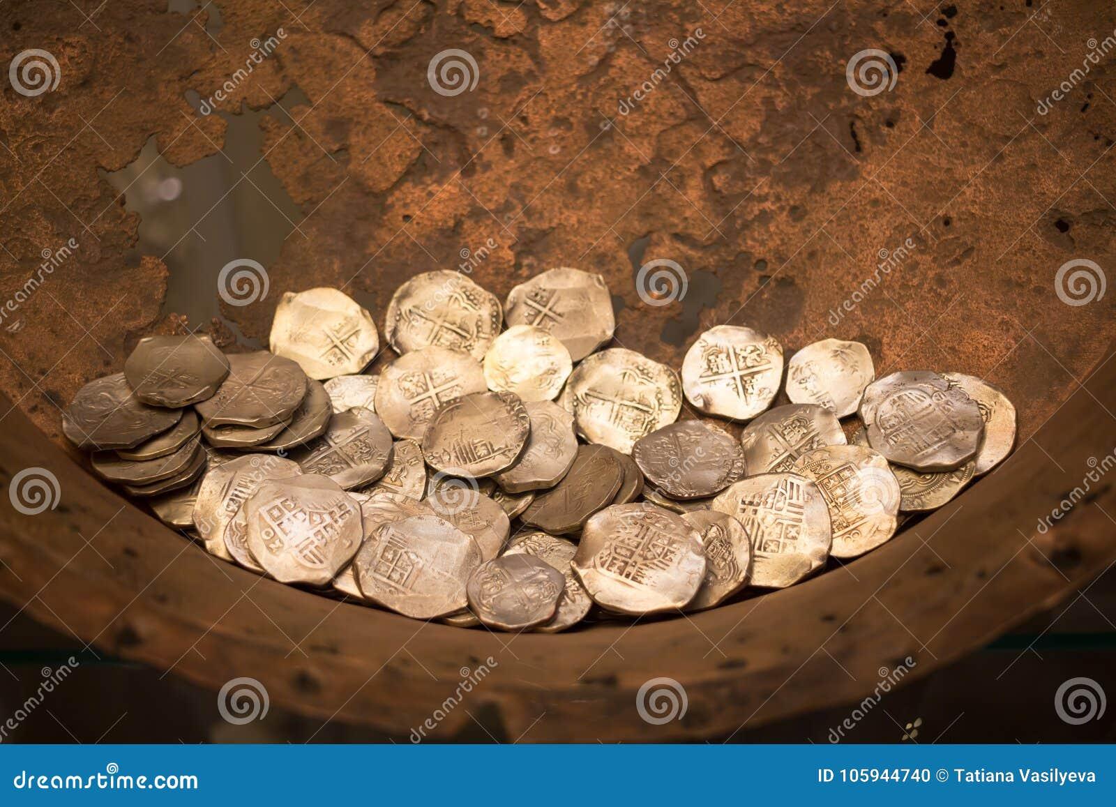 Découvertes archéologiques de vieilles pièces de monnaie des excavations