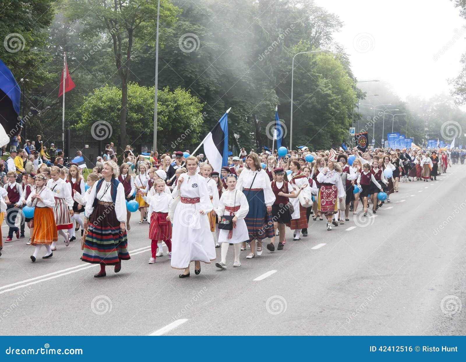 Défilé de festival national estonien de chanson à Tallinn, Estonie