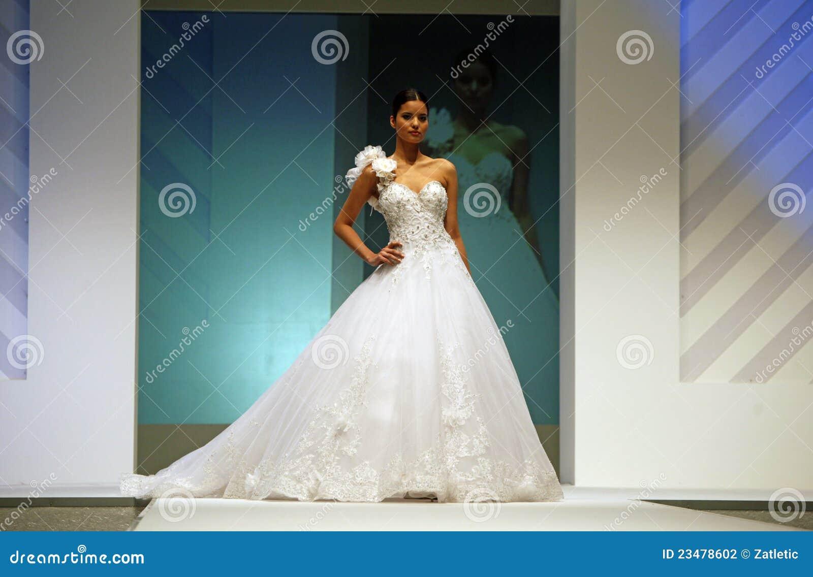 D fil de mode de robes de mariage photographie ditorial for Louer la robe de mariage de piste