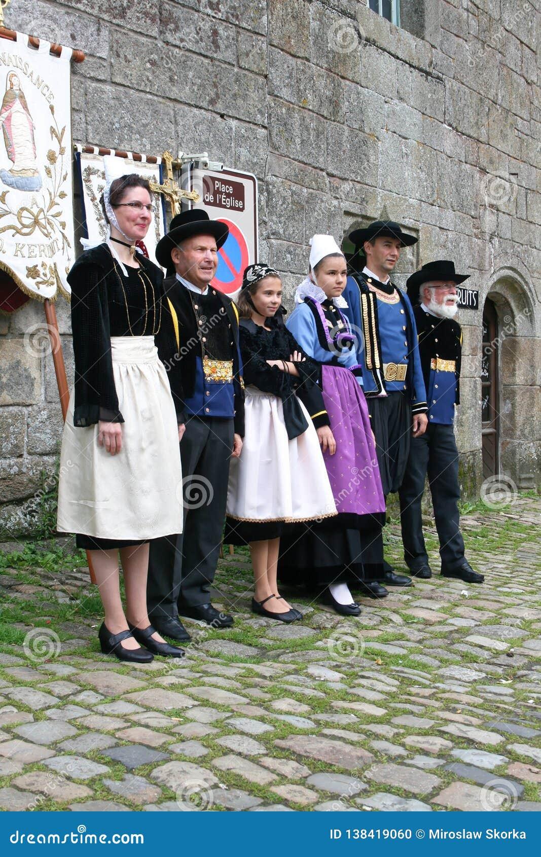 Défilé de robe d indulgence en Locronan, 03