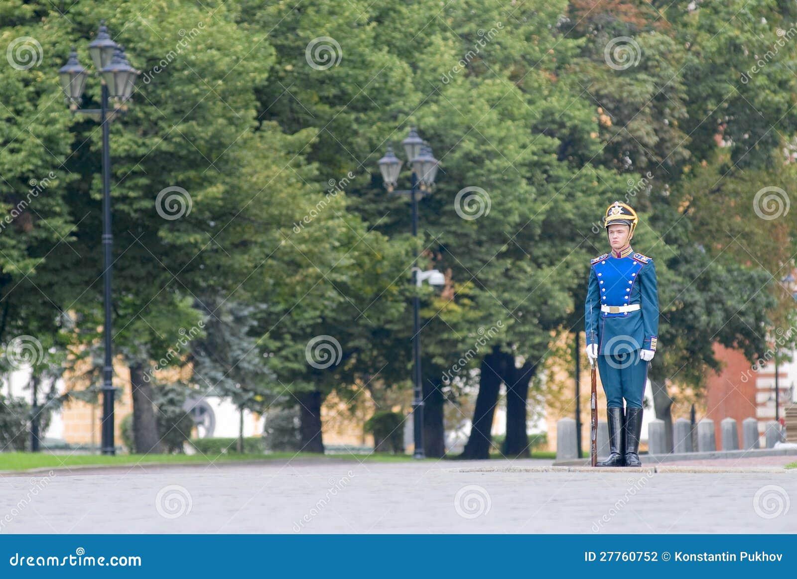DÉFILÉ DES DISPOSITIFS PROTECTEURS PRÉSIDENTIELS À MOSCOU KREMLIN