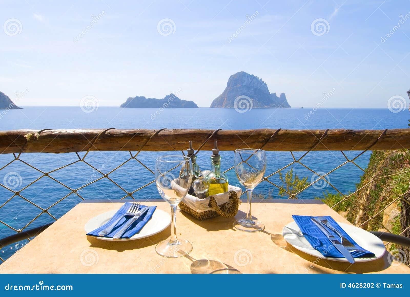 Déjeuner ou dîner 02 de serie d Ibiza
