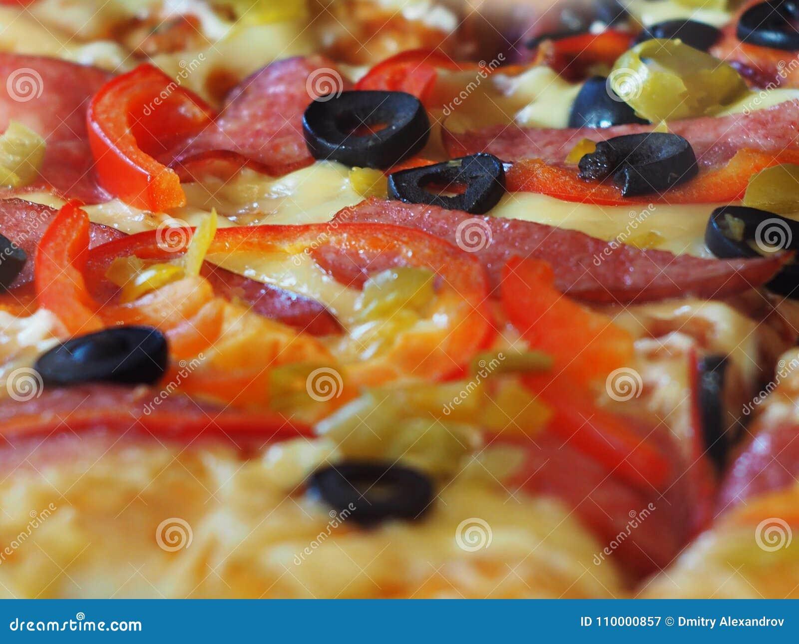 Délicieux frais chaud de distance de substrat de fond de pepperoni de pizza