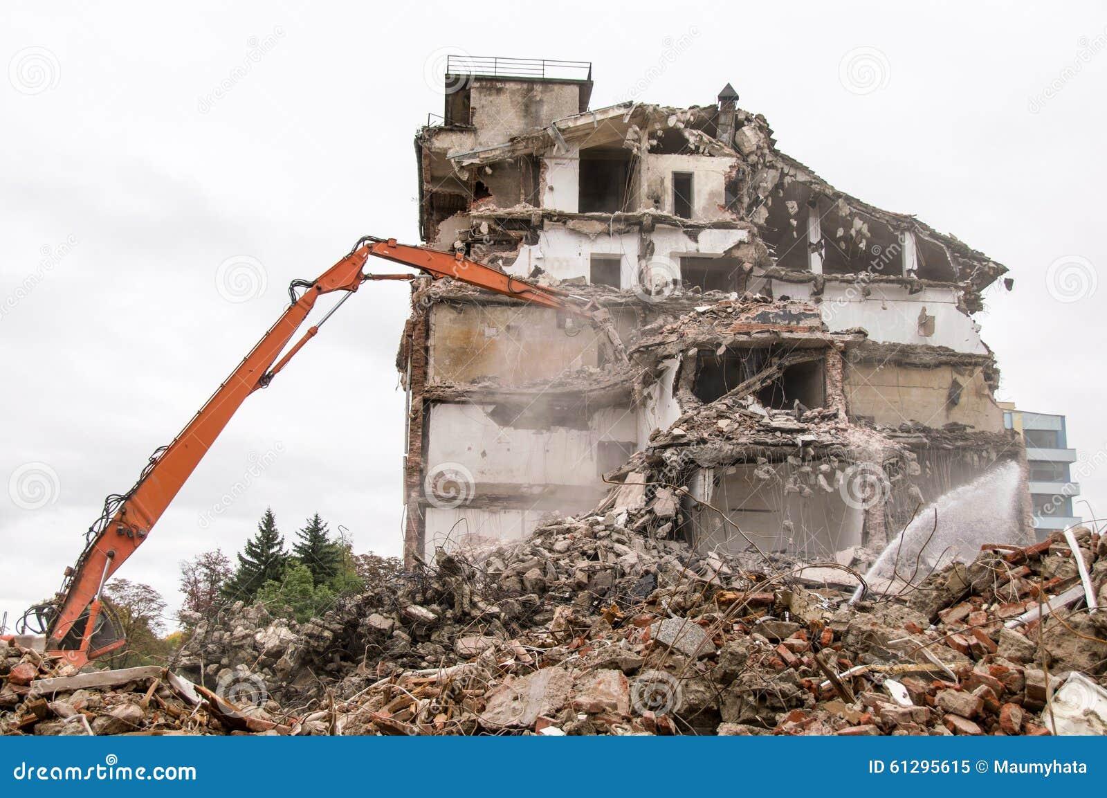 D molition de b timent et se briser par des machines pour for Prix nouvelle construction