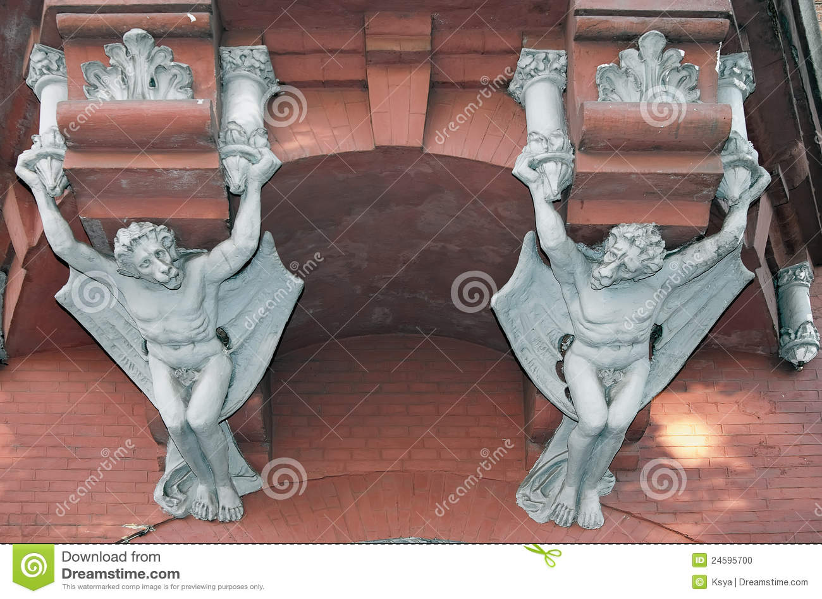 Démons sur le mur du château d un baron à Kiev, Ukrai