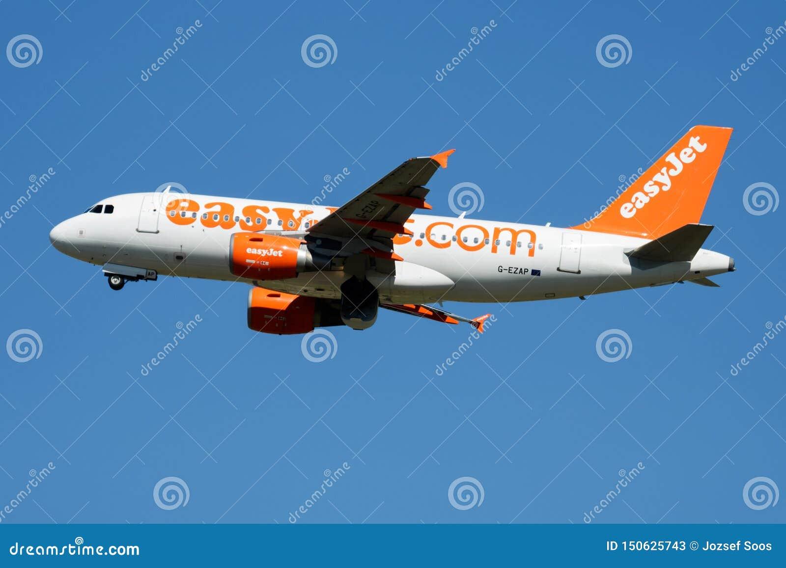 Départ d avion de passagers d EasyJet Airbus A319 G-EZAP à l aéroport de Madrid Barajas