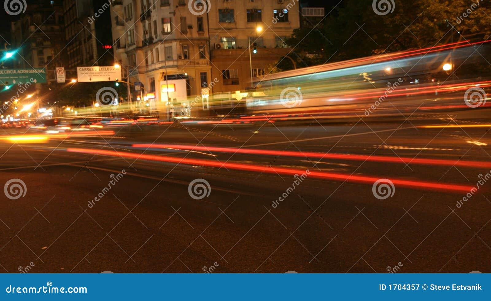 Dépassement de la circulation, feux arrière brouillés