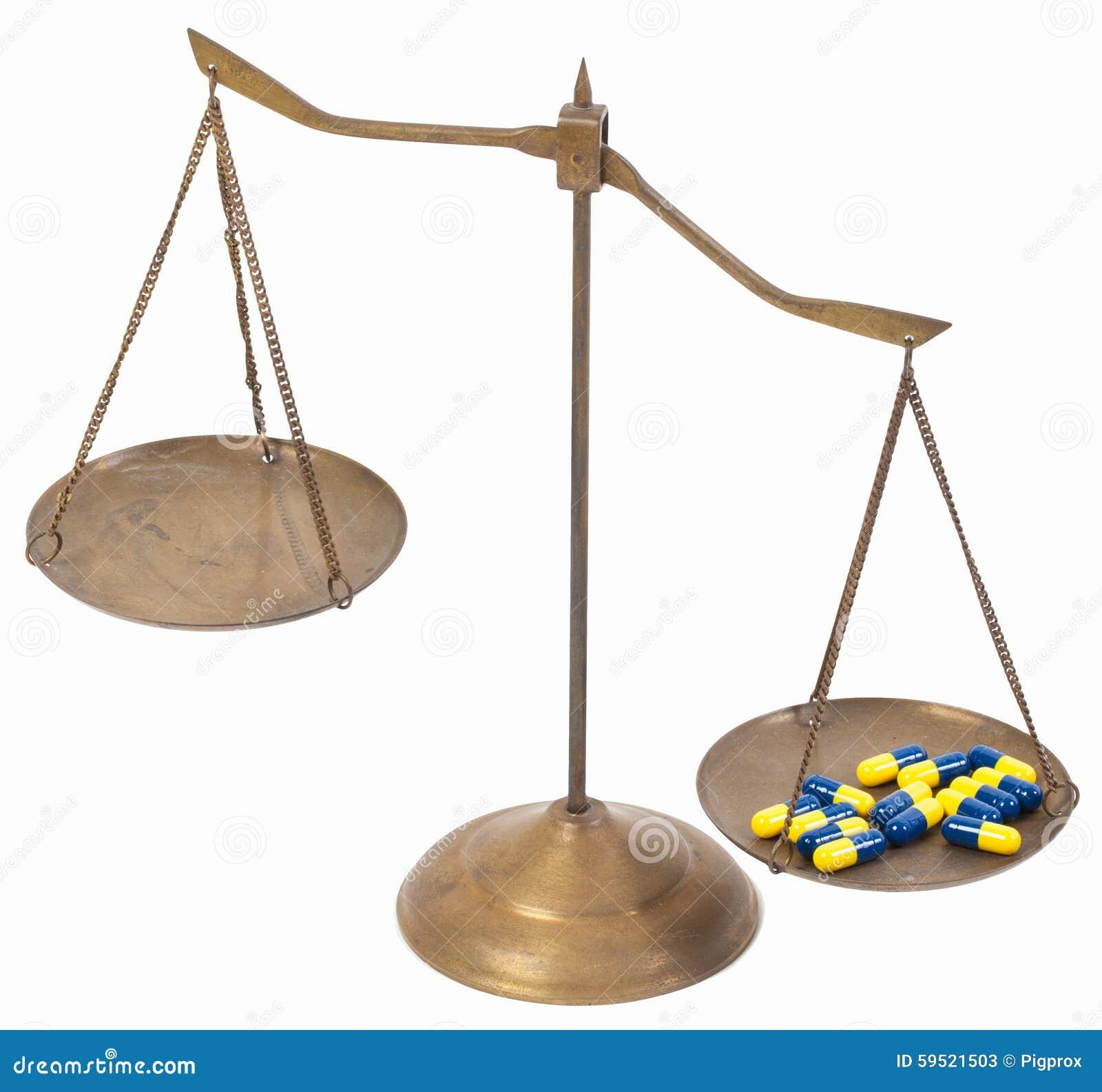 Déséquilibre des échelles en laiton d or de drogue de la justice
