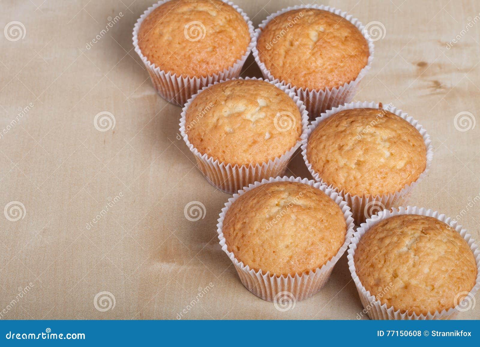 Désert frais de petit gâteau avant décoration Foyer sélectif