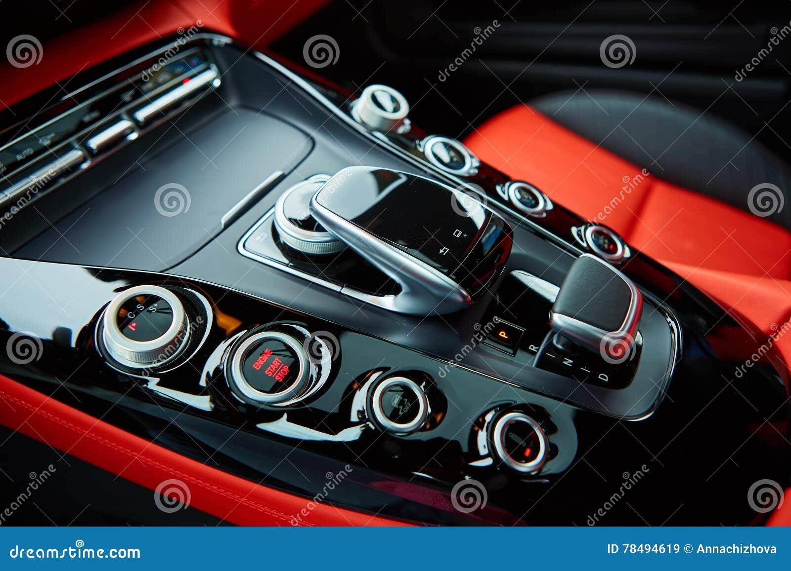 Détail d intérieur moderne de voiture, bâton de vitesse
