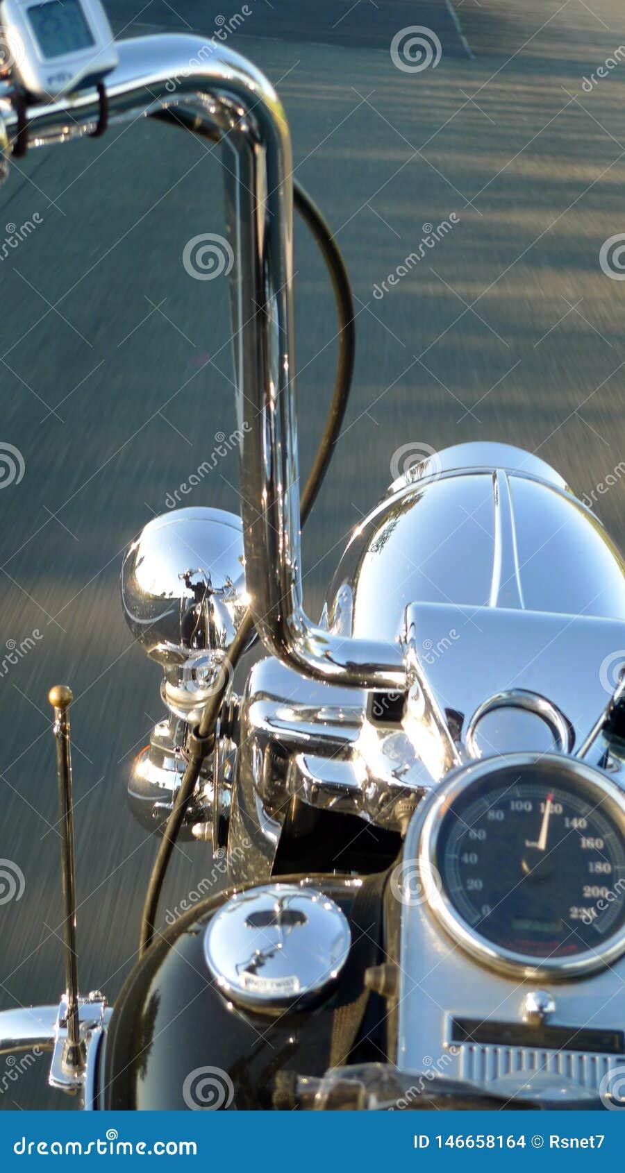Détail d un guidon de moto