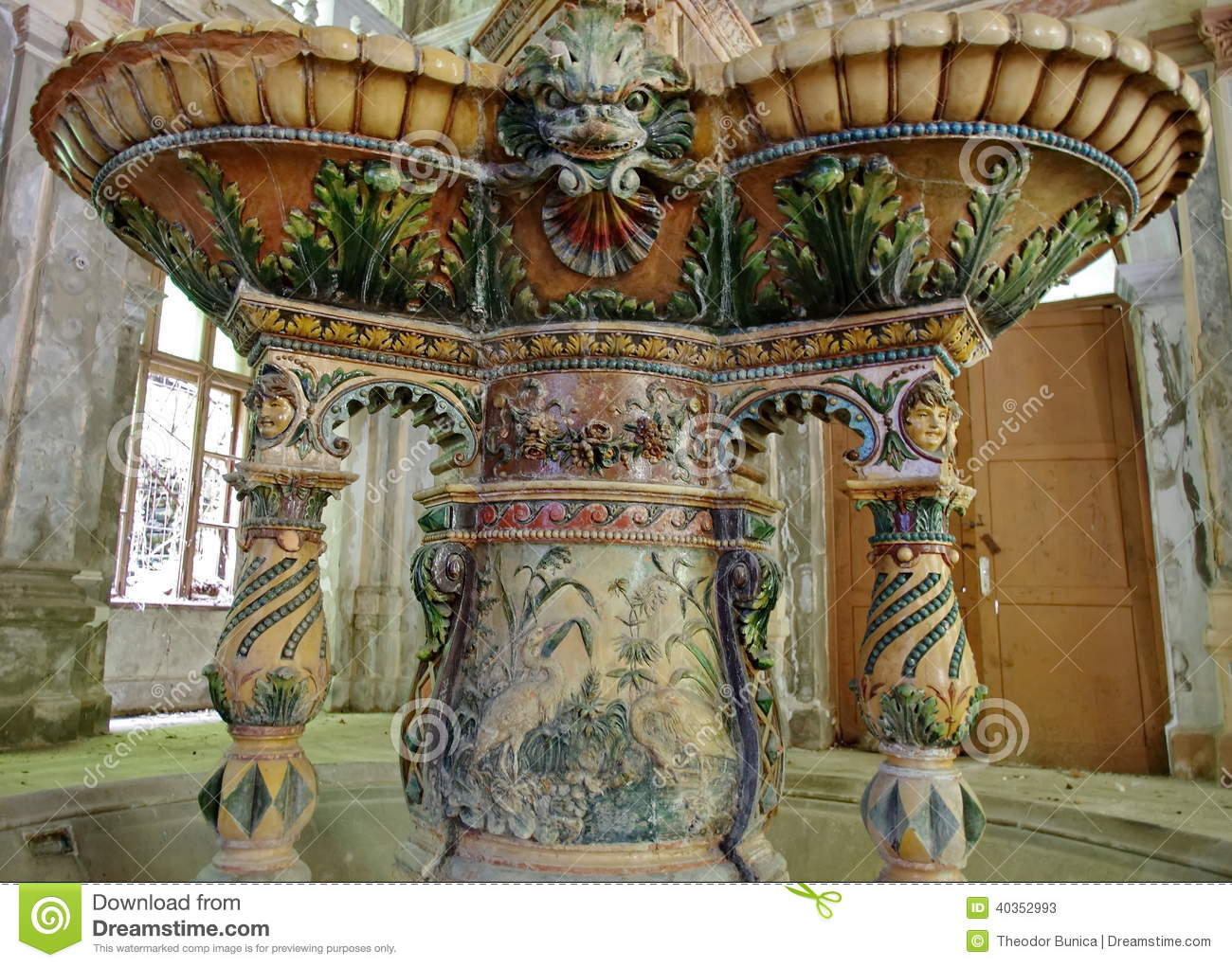 D tail d 39 une fontaine du 19 me si cle baile herculane for Interieur 19eme siecle