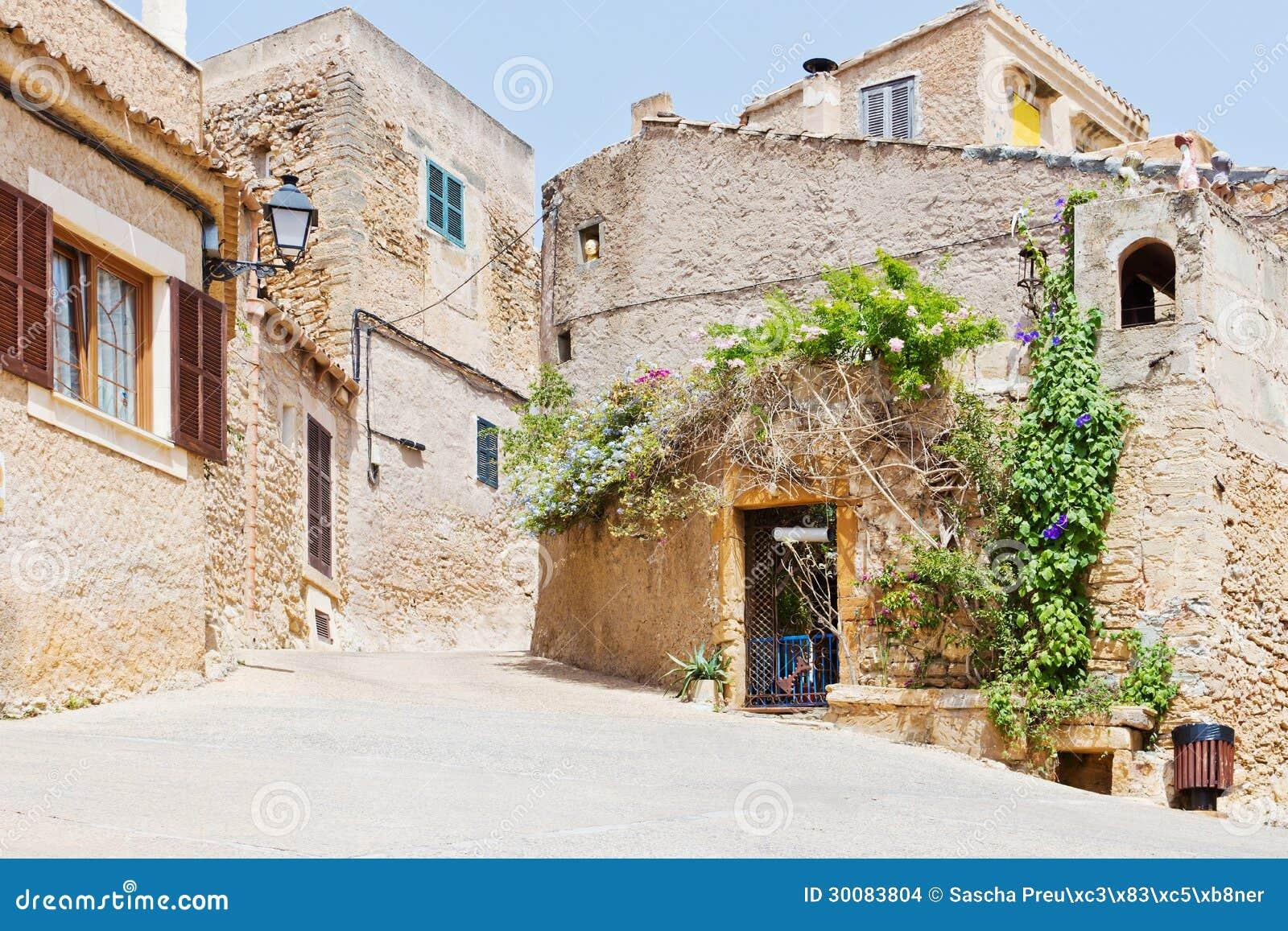 Maison espagnole images stock image 30083804 for Decoration espagnole maison