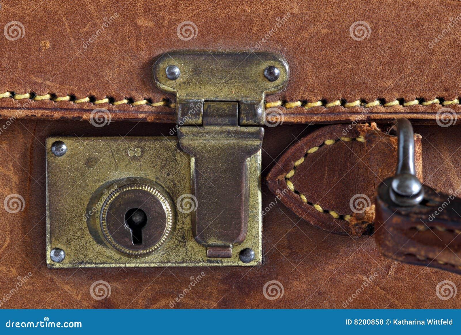 d tail d 39 une vieille valise en cuir photos libres de droits image 8200858. Black Bedroom Furniture Sets. Home Design Ideas