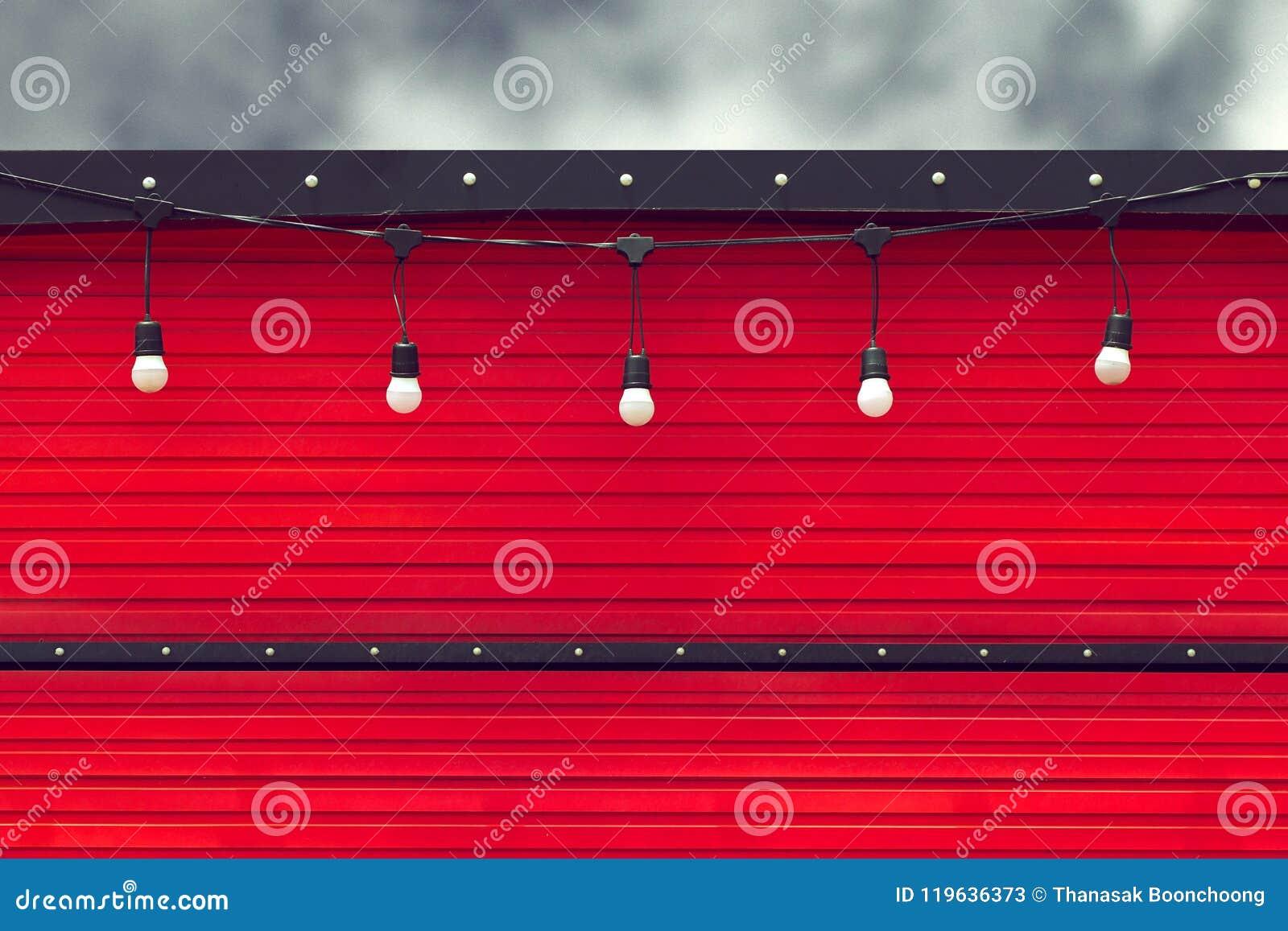 Détail de camion rouge fermé de nourriture avec l ampoule