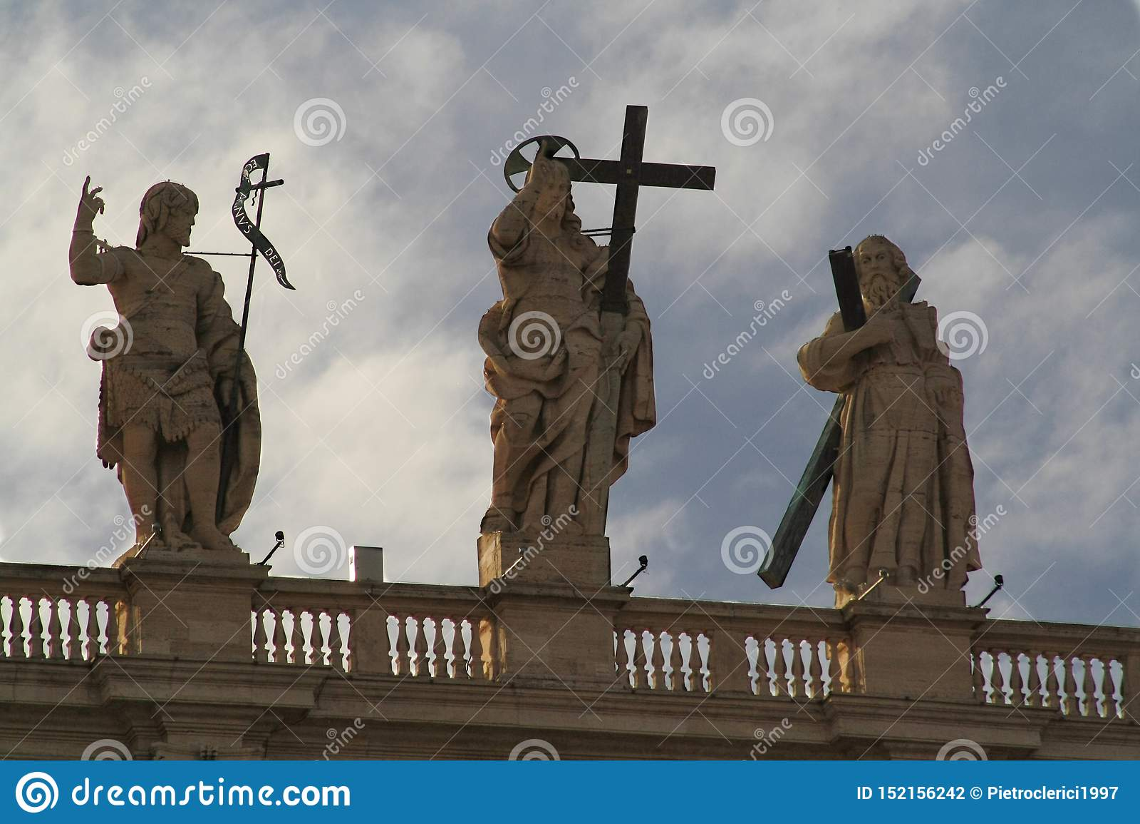 Détail de façade de la basilique de St Peter