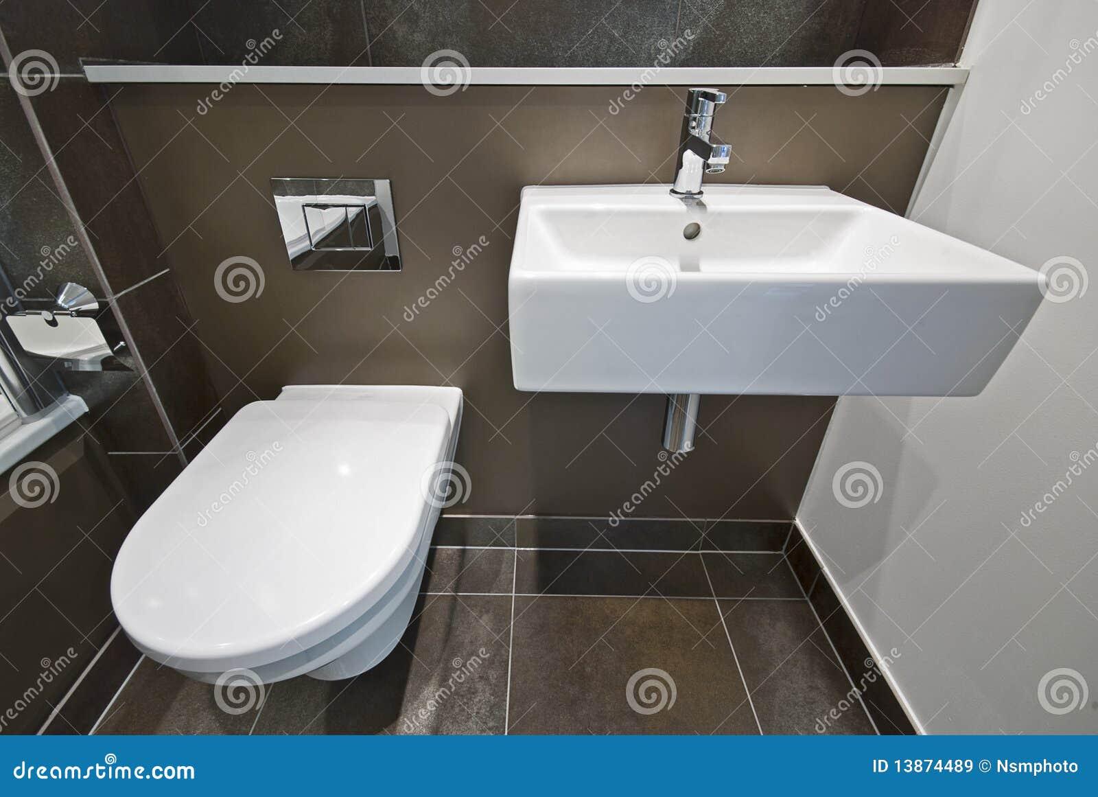 Détail De Salle De Bains Avec La Toilette Et Le Lavabo Image Stock