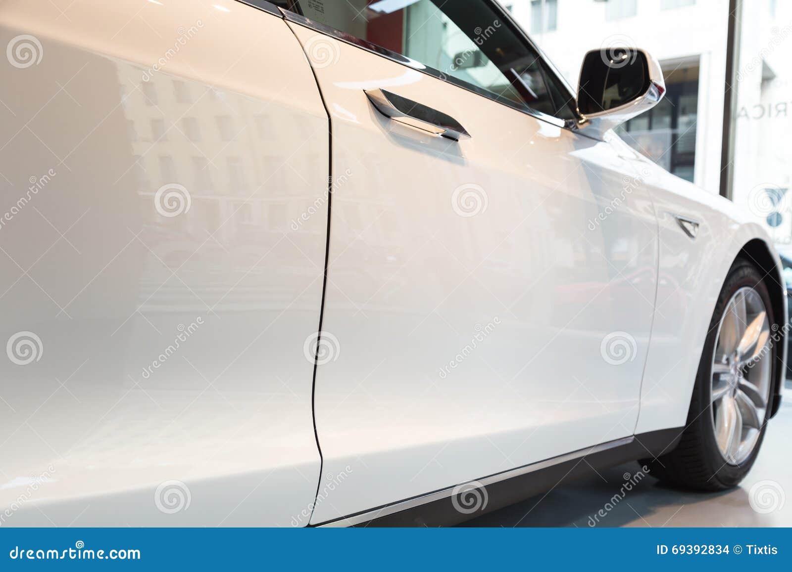 Détail de voiture du modèle S de Tesla à Milan, Italie