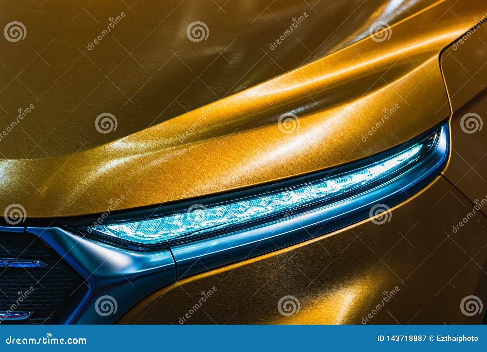 Détail haut étroit tiré du phare de la voiture de sport de luxe moderne Vue de face de supercar Concept de fond de sport autom