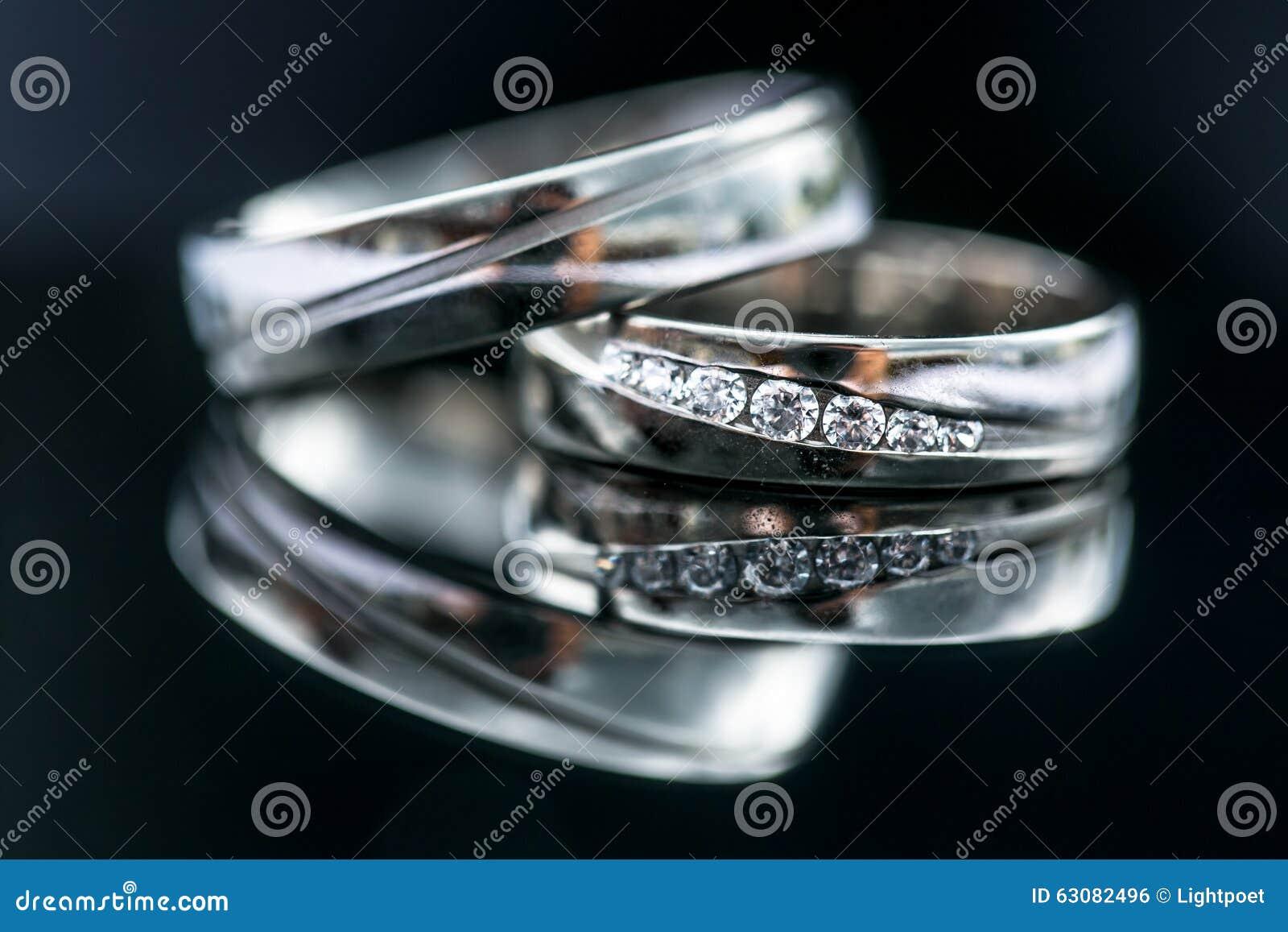 Download Détails De Jour Du Mariage - Deux Beaux Anneaux De Mariage D'or Photo stock - Image du famille, métal: 63082496