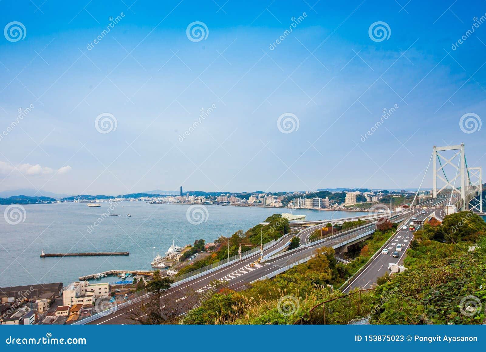 Détroit de Kanmon et pont de Kanmonkyo : Le pont de Kanmonkyo relie Honshu et Kyushu au Japon